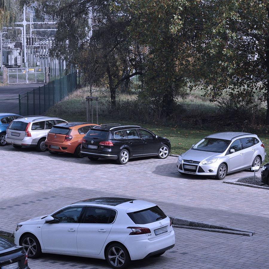 Mitarbeiter-Parkplätze